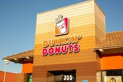 Znak dla Dunkin «Donuts fotografia stock