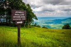 Znak dla Jewell wydrążenia Przegapia i widok Shenandoah Valle fotografia stock