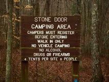 Znak dla Kamiennego Drzwiowego obozowiska obrazy stock