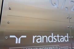 Znak gałąź Holenderska firma Randstad obraz stock
