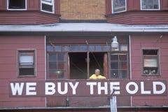 Znak który czyta ï ¿ ½ Kupujemy Oldï ¿ ½ w Atlantyckim miasta okno Obrazy Royalty Free