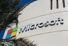 Znak Microsoft na budynku biurowym w Dubaj Zdjęcie Stock