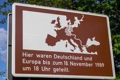 Znak na Bridżowym Glienicke w Berlin, Niemcy Obrazy Royalty Free