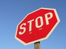 znak na poboczu drogi stop Zdjęcia Royalty Free