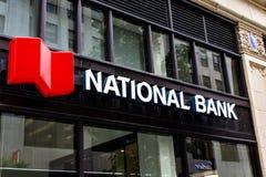 Znak National Bank przed budynkiem obraz royalty free