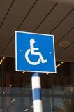 Znak niepełnosprawny parking Zdjęcia Royalty Free