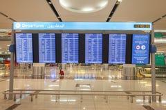 znak odjazdy przy Dubai International lotniskiem obraz royalty free