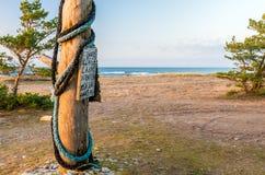 Znak Ostrzegawczy przy surfingowiec plażą Obrazy Royalty Free