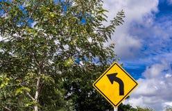 Znak ostrzegawczy, ruchu drogowego znak na drodze Fotografia Royalty Free
