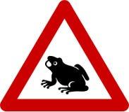 Znak ostrzegawczy z żabami na drodze Fotografia Royalty Free