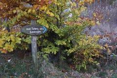Znak pokazuje footpath fotografia stock
