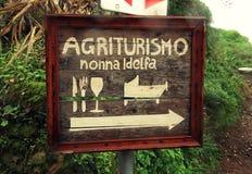 Znak powitalny je, śpi i pije, Agrotourism hotel, Tuscany Obrazy Royalty Free