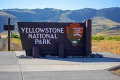 Znak Powitalny przy Yellowstone parkiem narodowym zdjęcia royalty free