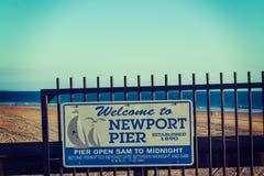 Znak powitalny w Newport molu Fotografia Royalty Free