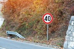 Znak prędkości ograniczenie czterdzieści kilometrów obraz royalty free