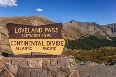 Znak przy Loveland przepustką w Kolorado zdjęcie stock