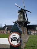 znak starego samochodu mill rocznik zdjęcia stock