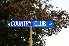 Znak uliczny dla klub poza miastem obrazy royalty free