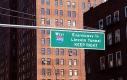 Znak uliczny dla zachodu 495 autostrady Lincoln tunel Zdjęcie Royalty Free