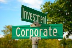 Znak uliczny korporacyjna inwestycja Zdjęcia Royalty Free