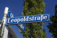 Znak uliczny Leopoldstraße w Monachium, Niemcy, 2015 Obrazy Royalty Free