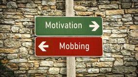 Znak Uliczny motywacja versus Oblega? fotografia stock