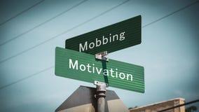 Znak Uliczny motywacja versus Oblega? obraz stock