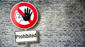 Znak Uliczny Pozwoli? versus Zabroniony obrazy royalty free