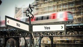 Znak Uliczny tak versus ?adny fotografia royalty free