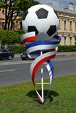Znak uliczny w postaci oplecionych faborków piłka Zdjęcie Stock