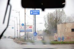 Znak uliczny w Ukraina, widzieć od samochodu Obraz Stock