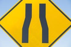 Znak uliczny wąska droga Zdjęcia Stock
