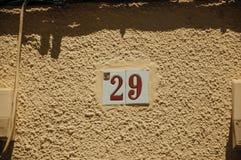 Znak uliczny z numerowy dwadzieścia dziewięć w ścianie przy Merida obrazy stock