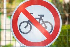 Znak zakazuje bicyklem Drogowy znak Zdjęcie Stock