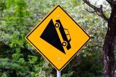Znaka ostrzegawczego stromy skłon zdjęcia royalty free