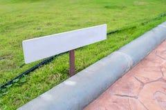 Znaka pustego miejsca strony trawy pole Zdjęcie Royalty Free