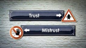 Znaka Ulicznego zaufanie versus nieufność obrazy royalty free