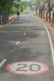 Znaki i symbole na rowerowej ścieżce zdjęcie stock