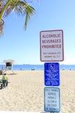 Znaki Ostrzegawczy przy plażą Zdjęcia Stock