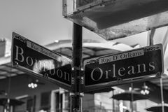 Znaki przy kątem bourbon i Orleans ulicy obrazy stock