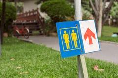 Znaki toalety w parku Zdjęcie Stock