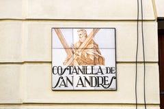 Znaki uliczni imiona tworzą od ceramicznych płytek z obrazkiem ilustruje imię ulica Zdjęcia Royalty Free