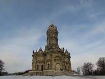 Znamenskaya kyrka i Dubrovitsy arkivfoton