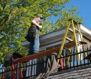 Zängearbeit des Hausdachs Stockbilder