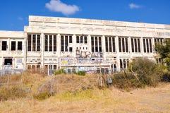 Zniszczona granica: Zaniechana elektrownia Obrazy Stock