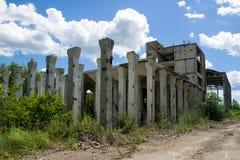 Zniszczone struktury zaniechana fabryka Obrazy Royalty Free