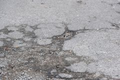 Zniszczony asfaltowy bruk obrazy royalty free