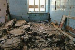Zniszczony budynek po katastrofy trzęsienia ziemi, powódź, ogień obrazy stock