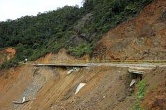 Zniszczony drogowy osunięcie się ziemi uszkadzający potężna powódź w górach Kolumbia zdjęcie royalty free
