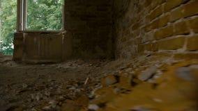 Zniszczony i zaniechany budynek, punkt widzenia zdjęcie wideo